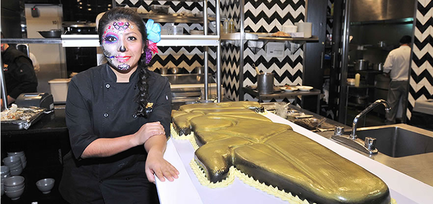 "Celebra restaurante ""Chapulín"" tres años"