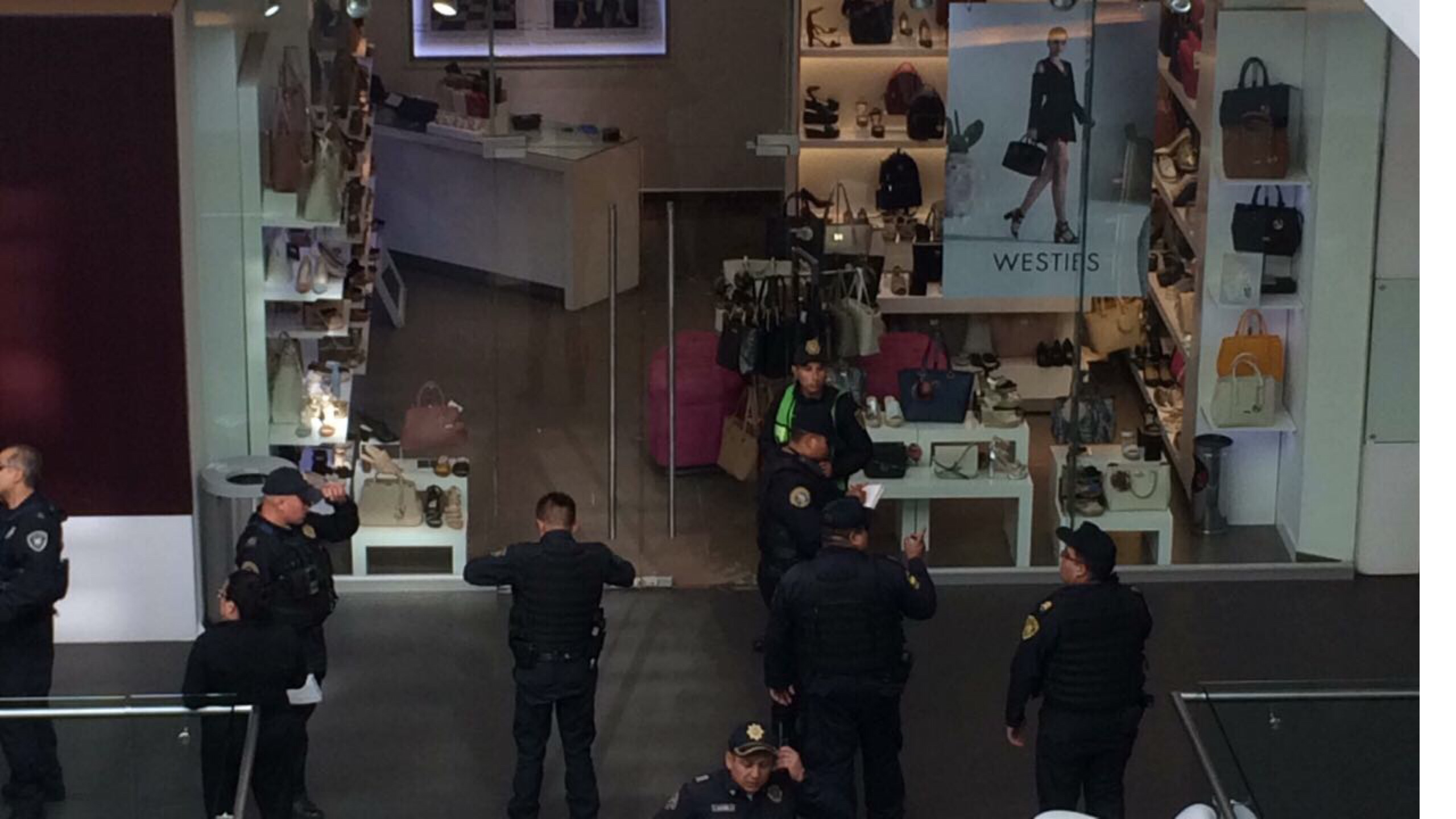Reportan balacera en Reforma 222